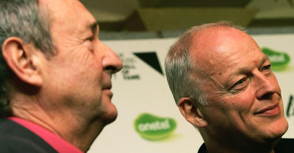 Nick Mason e David Gilmour, do Pink Floyd, durante evento UK Music Hall Of Fame 2005, em Londres (16/11/2005)