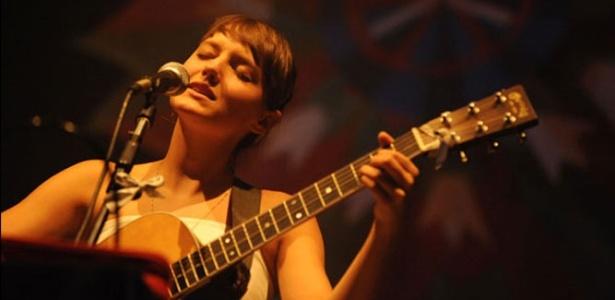 Mallu Magalhães apresenta seu novo álbum em SP