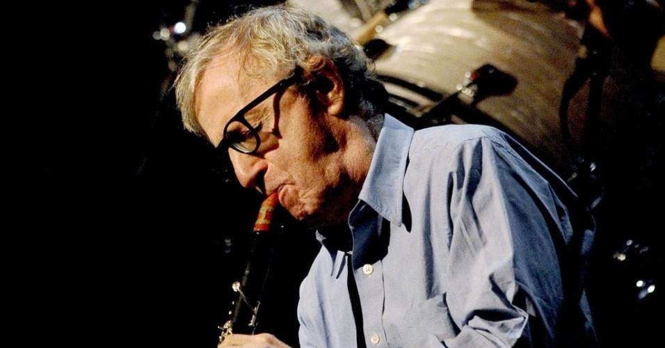 Woody Allen toca com a New Orleans Jazz Band em Roma, Itália, nesta quarta-feira (31/03/2010)