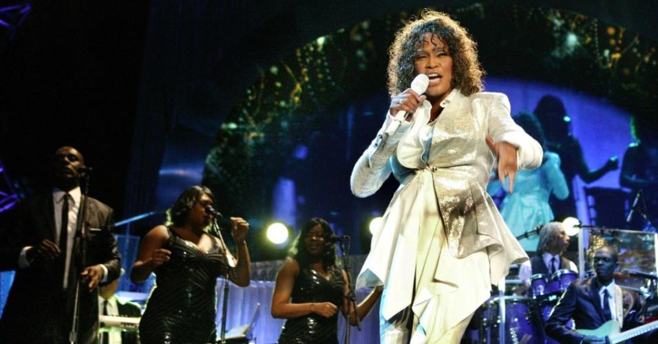 A cantora Whitney Houston durante apresentação em Birmingham, na Inglaterra (14/04/2010)