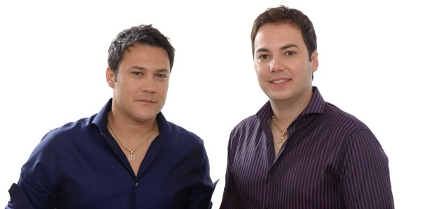 Os cantores João Bosco (esq) e Vinícius em foto de divulgação