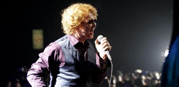 O vocalista Mick Hucknall durante apresentação do Simply Red em São Paulo (20/05/2010)
