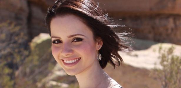 A cantora Sandy em foto de divulgação de seu primeiro clipe solo Pés Cansados