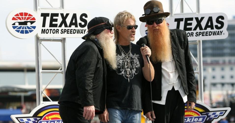 Dusty Hill, Frank Beard e Billy Gibbons do ZZ Top durante evento da Nascar Sprint Cup Series Dickies 500 em Fort Worth, no Texas (08/11/2009)