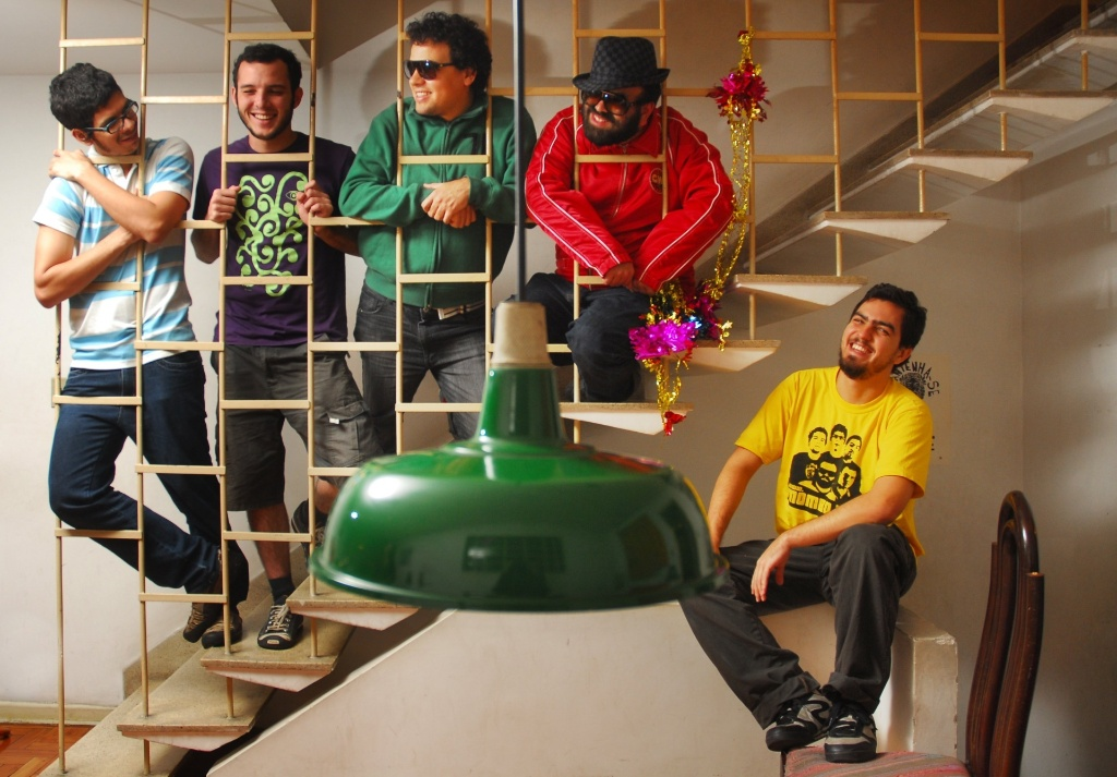 Os integrantes da banda de Recife Mombojó (19/05/2010)