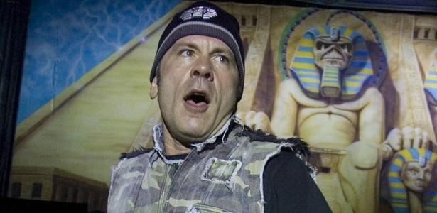 O cantor Bruce Dickinson em show do Iron Maiden em São Paulo (15/03/2009)
