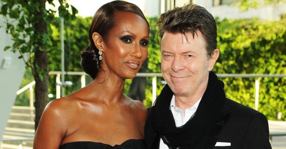 A modelo Iman e o cantor David Bowie durante o 2010 CFDA Fashion Awards no Alice Tully Hall, em Nova York (07/06/2010)