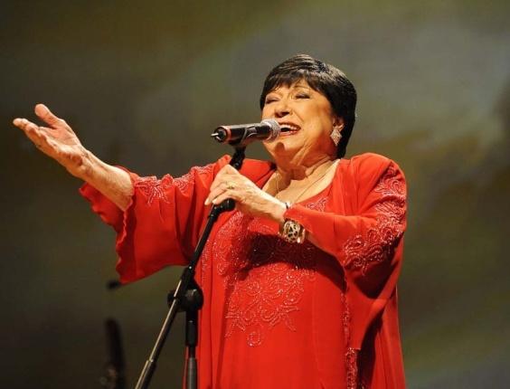 """A cantora e apresentadora Inezita Barroso durante gravação do especial de 30 anos do programa """"Viola, Minha Viola"""" em São Paulo (16/06/2010)"""