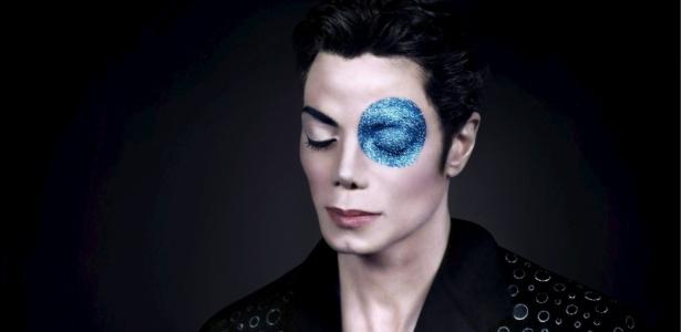 """Michael Jackson no retrato """"Michael Jackson's Blue Eye"""" fotografado por Arno Bani em 1999"""