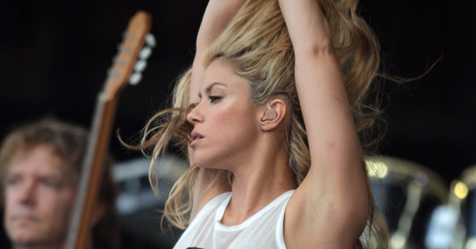 Shakira faz show no terceiro dia do Festival Glastonbury