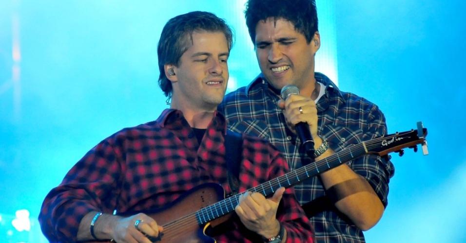 Dupla Victor e Leo durante show na Festa do Peão de Barretos 2010 (20/08/2010)