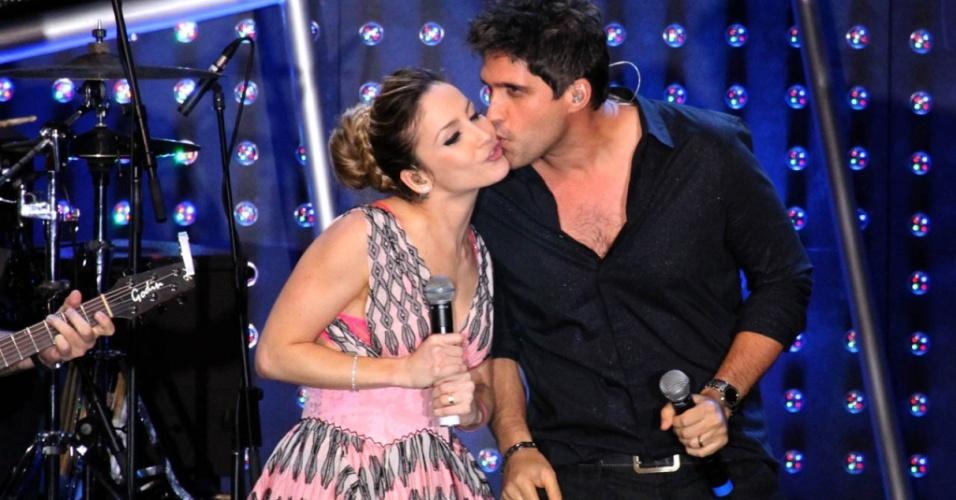 Claudia Leitte e Leo, da dupla Victor & Leo, durante apresentação no Prêmio Multishow 2010, no Rio de Janeiro (24/08/2010)