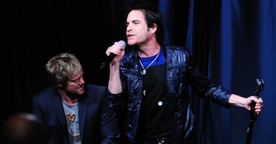 Patrick Monahan durante show do Train no James K. Polk Theater de Nashville, no Tennessee (12/09/2010)