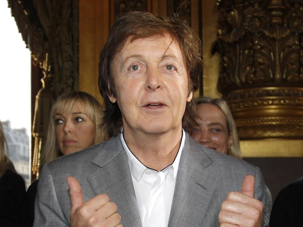 Paul McCartney no desfile de sua filha Stella na Semana de Moda de Paris (04/10/2010)