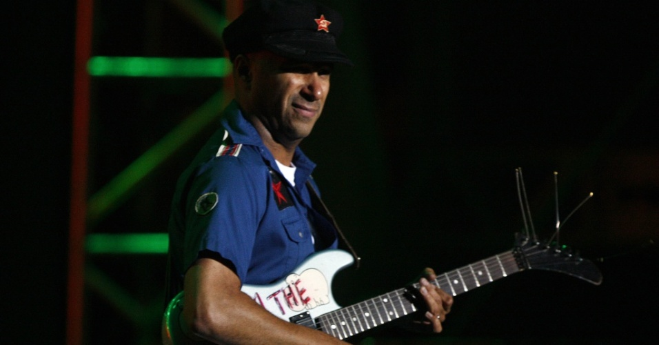 O guitarrista Tom Morello no show do Rage Against The Machine no primeiro dia do Festival SWU, em Itu (09/10/2010)