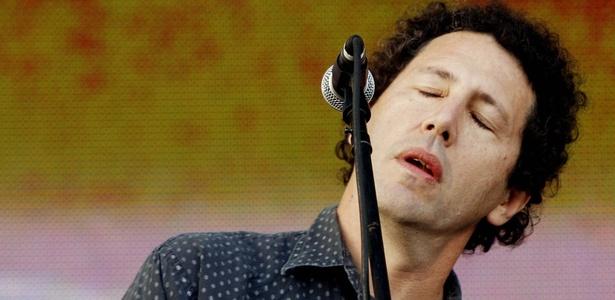 Ira Kaplan, cantor e guitarrista do Yo La Tengo, em show no Festival SWU (11/10/2010)