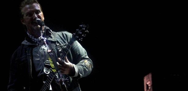 Josh Homme em show do Queens of The Stone Age no Festival SWU, em Itu (11/10/2010)