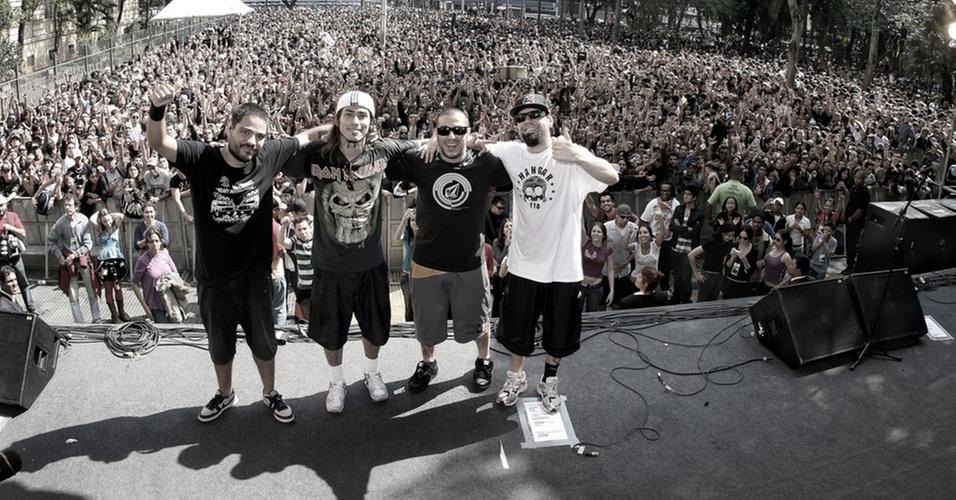 Os integrantes do CPM 22: Fernando Sanches (baixo), Japinha (bateria), Badaui (vocal) e Luciano (guitarra)