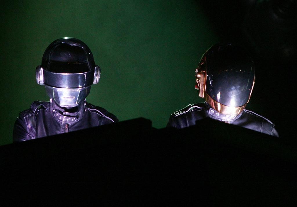 A dupla francesa Daft Punk em show em Las Vegas, Estados Unidos (27/10/2007)