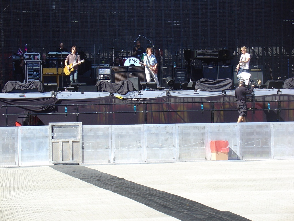 Paul McCartney passa o som para o show em Porto Alegre (7/11/2010)