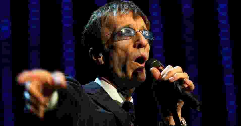 O cantor Robin Gibb, dos Bee Gees, durante apresentação no German Opera Ball, no Alte Oper, em Frankfurt (28/02/2009) - Getty Images