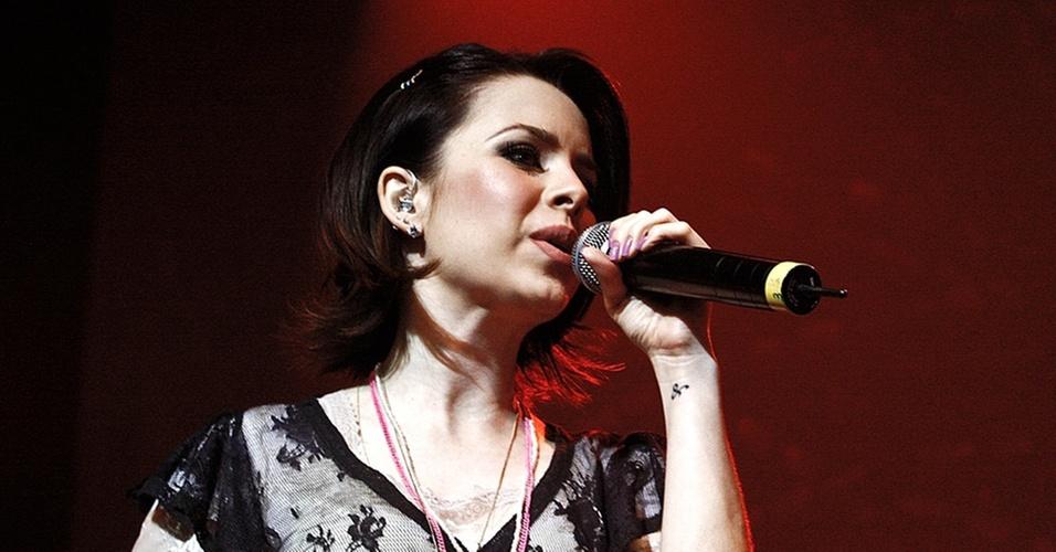 Sandy canta durante apresentação no Citibank Hall, em São Paulo (25/11/2010)