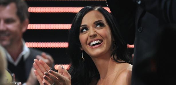 A cantora Katy Perry é tuiteira assídua; Kate já tem mais de 7 milhões de seguidores na rede