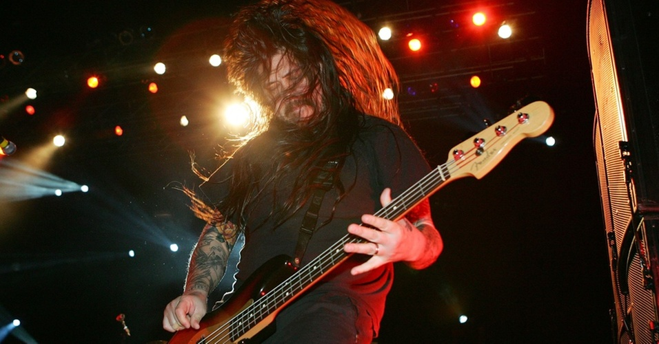 O baixista do Deftones, Chi Cheng, durante show no Xtreme Rock Radio's Holiday Havoc, no Thomas & Mack Center, em Las Vegas (11/11/2006)