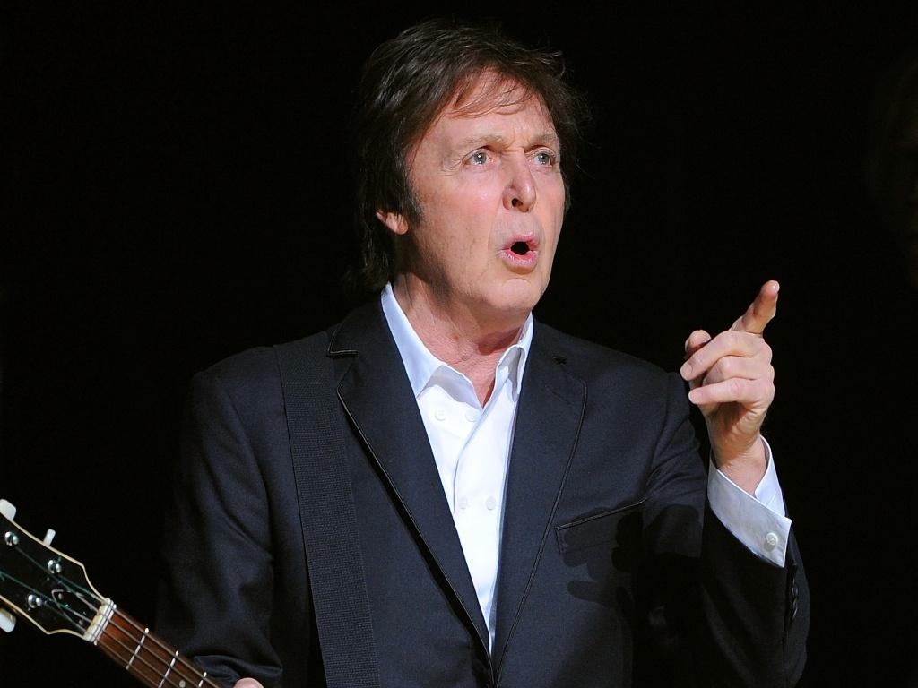 Paul McCartney em apresentação no Teatro Apollo, em Nova York (13/12/2010)