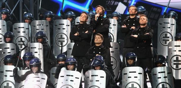 O grupo inglês Take That se apresenta no Brit Awards, em Londres (15/02/2011)