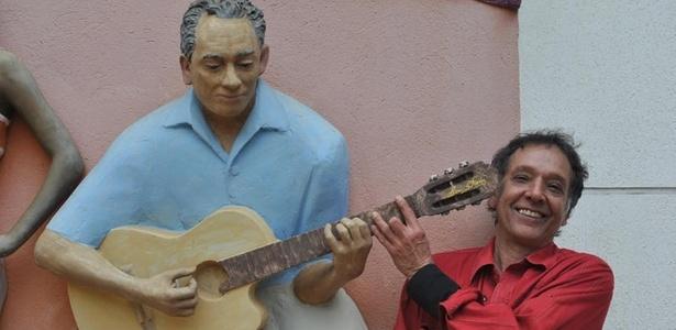 Arnaldo Baptista posa em Inhotim, Minas Gerais (2011) - Fabiana Figueiredo/Divulgação