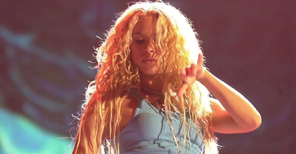 Shakira durante apresentação no 1º Grammy Latino no Staples Center, em Los Angeles (09/11/2000)