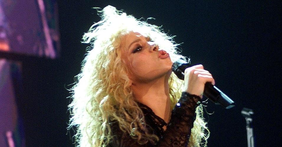 Shakira durante apresentação no Palau Sant Jordi, em Barcelona, na Espanha (10/12/2002)