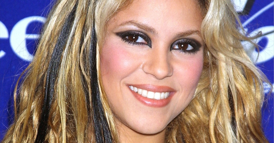 Shakira durante o evento KTUs Fourth Annual Miracle, no Madison Square Garden, em Nova York (18/12/2001)