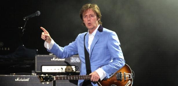 """Paul McCartney durante sua primeira apresentação no Rio de Janeiro, no Estádio João Havelange, pela turnê """"Up and Coming Tour"""" (22/05/2011) - Júlio Cesar Guimarães/UOL"""