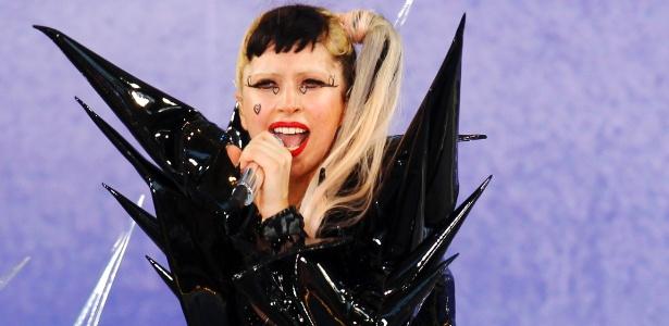 """Lady Gaga canta durante show no programa """"Good Morning America"""", no Central Park, em Nova York (27/05/2011) - Reuters"""