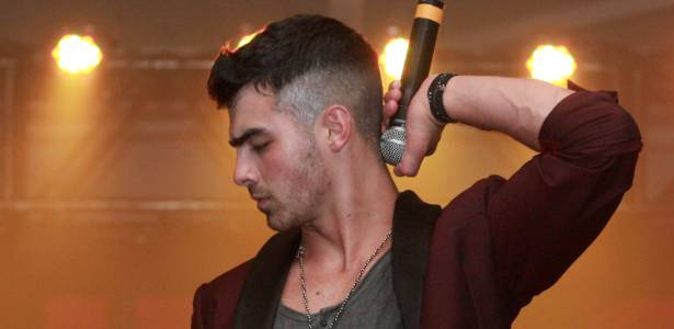 Joe Jonas durante apresentação no Sounds Like Paper Concert, no The House of Vans, em Nova York (06/07/2011)
