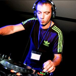 O produtor Beckers durante apresentação em festa na Alemanha - Reprodução