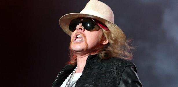 O vocalista da banda Guns N' Roses, Axl Rose, durante show no Jockey Club de Assunção, no Paraguai (15/10/2011)