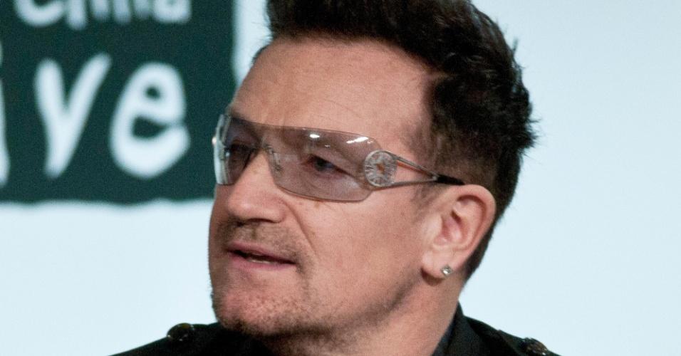 O cantor Bono Vox em conferência no Dia da Aids, em Washington (1/12/11)
