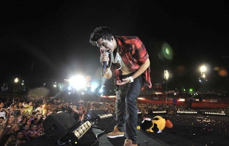 Luan Santana se apresenta no Festival de Verão de Salvador (27/01/12)