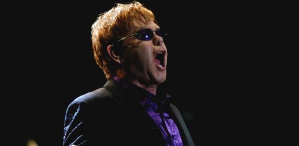 Elton John faz show em Caracas (Venezuela) que fecha breve turnê pela América Latina (05/02/12)