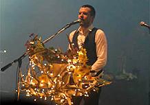 O cantor do Killers Brandon Flowers durante show no Rio de Janeiro (27/10/07)